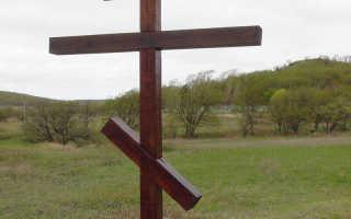 Где ставят крест на могиле — в ногах или изголовье покойника