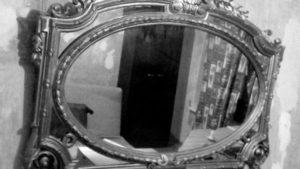 Когда открывать зеркала после похорон