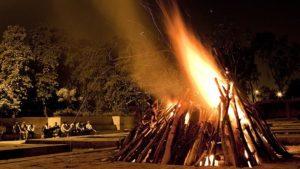 Кремация на кострище в Индии фото