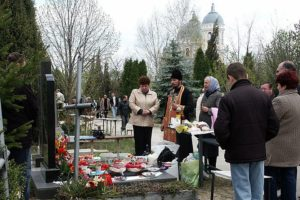 Послепохоронные обряду у могилы погибшего фото