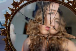 Разбитое зеркало фото