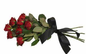 Розы с траурной лентой фото