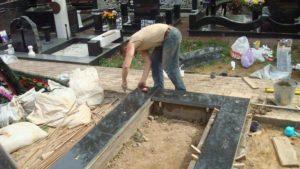 Установка надгробия у могилы фото