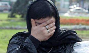 Женщина в похоронном платке фото