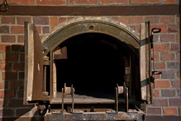 Двери в печь в крематории