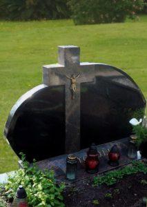Четырехконечный крест на памятнике фото