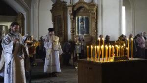 Проведение панихиды в церкви