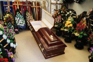 Гроб и венки фото