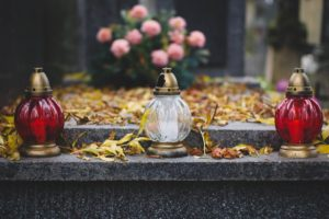 Лампады на могиле фото