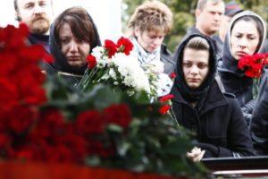 Люди на похоронах фото
