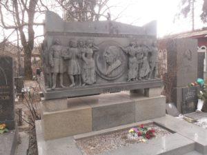 Могила Алексея Толстого фото