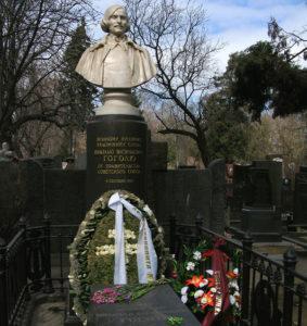 Могила Гоголя фото