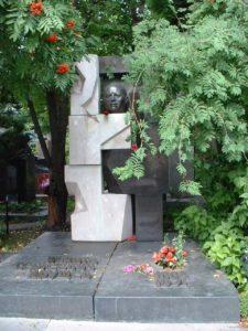 Могила Никиты Хрущева фото