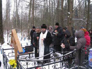 Молитва на кладбище фото
