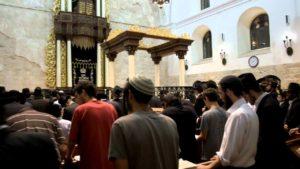 Молитва в синагоге фото