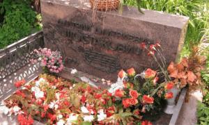 Надгробный камень Шостаковича фото