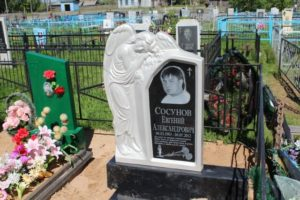 Памятник из литьевого мрамора фото