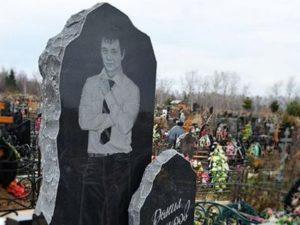Памятник-корка из черного гранита фото