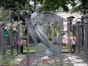 Могила Влада Листьева фото