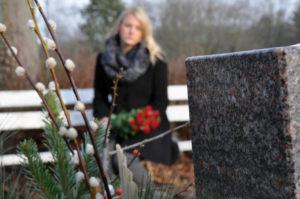 Посещение кладбища в середине недели фото