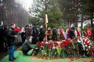 Прощание с усопшим на кладбище фото