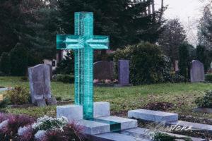 Простой крест из необычного материала фото