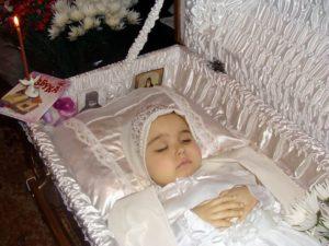 Ребенок в гробу фото