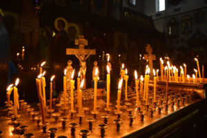 Свечи у алтаря фото