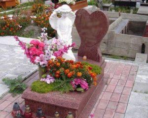 Цветы на могиле фото