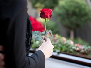 Цветы на могилу усопшего фото