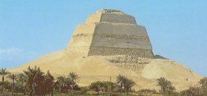 Внешний вид Медумской пирамиды фото