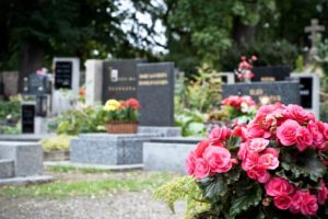 Живые цветы на могилу фото