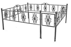 Забор из профиля с декоративными элементами фото