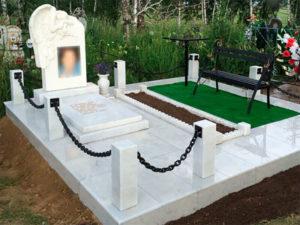 Мраморное монумент на захоронении фото