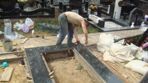 Монтаж надгробия фото