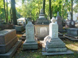 Каменное надгробие на могилу фото