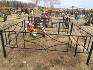 Ограда на кладбище фото