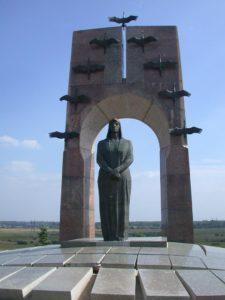 Памятник Прасковье Еремеевне Володичкиной, пос. Алексеевка, Кинельский район, Самарская область фото