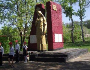 Памятник «Скорбящая Мать», Воронежская область, поселок Волошино фото