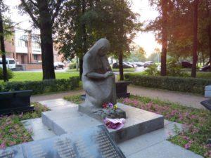 Памятник «Скорбящая мать», г. Красное Село фото