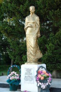 Памятник «Скорбящей матери» Акулине Семеновне Шмариной фото