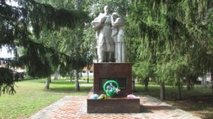 Памятник Скорбящей матери во Мраково фото