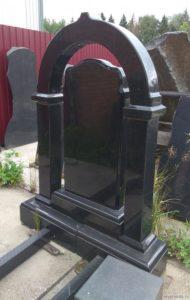 Памятник-арка из черного гранита фото