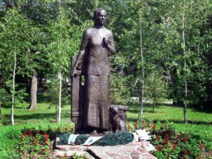 Памятник солдатской матери Анастасии Акатьевне Ларионовой, г. Омск фото