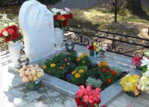 Благоустроенная могила фото