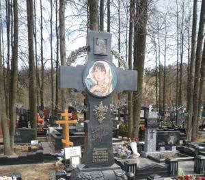 Дорогой гранитный крест фото