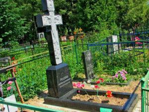 Гранитный памятник с крестом фото