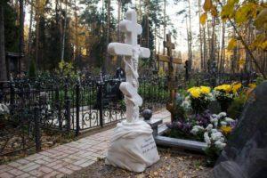 Мраморный крест на могилу фото