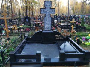 Могильный крест из гранита фото
