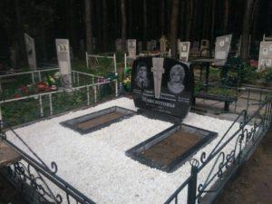 Благоустройство могилы белой мраморной крошкой фото